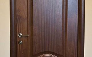 Дверь из массива красное дерево