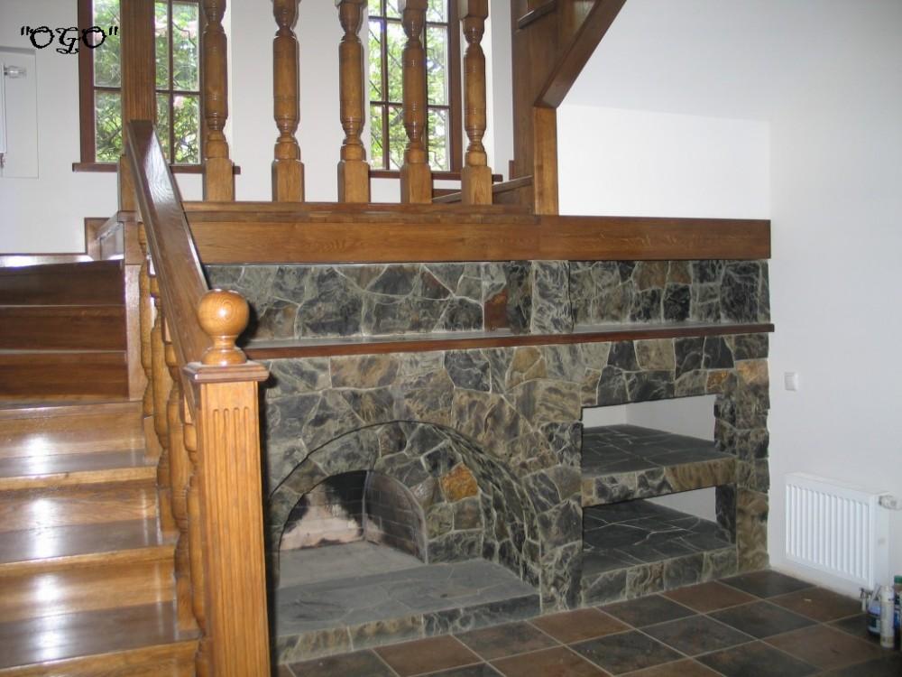 Камин под лестницей