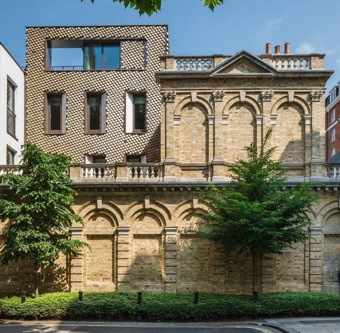 Фактурный фасад дома в Лондоне